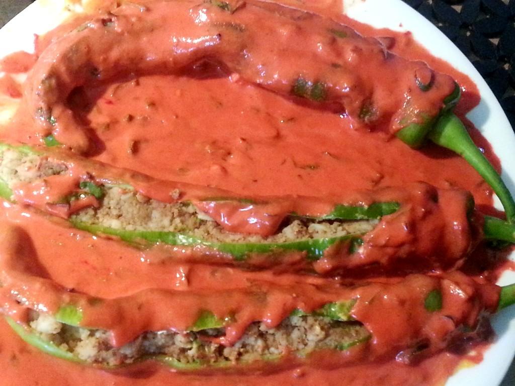 Stuffed green chili fritters)