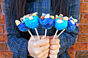 Blue Cake Pops with Chocolate Pebbles